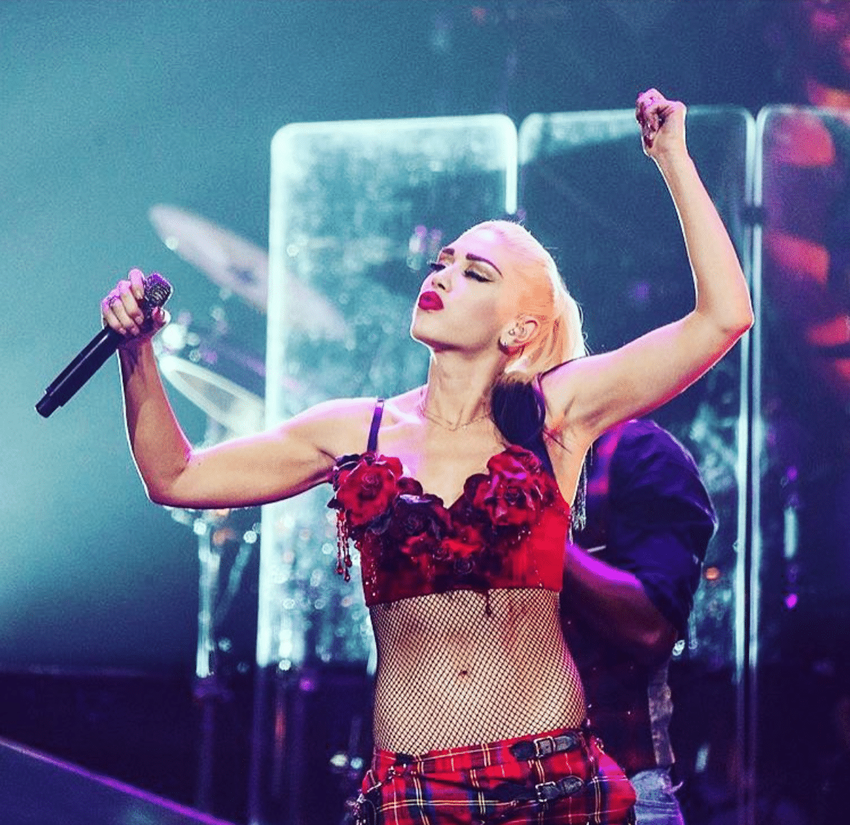 Gwen Stefani Perfect Stomach